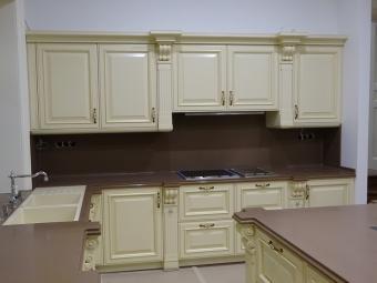 Fa konyhabútor - festett vanília aranyozott
