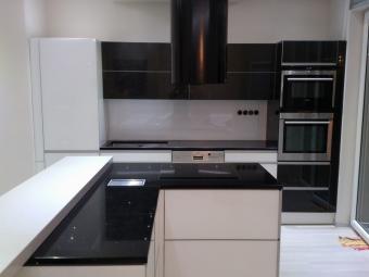 Üveg konyhabútor - fekete - fehér